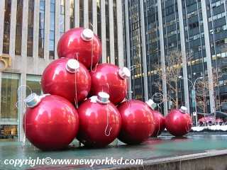 Another photo of the balls on the fountain near Radio City.