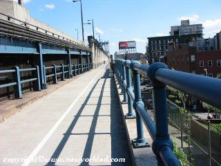 Photo of the southern pedestrian path across the Manhattan Bridge