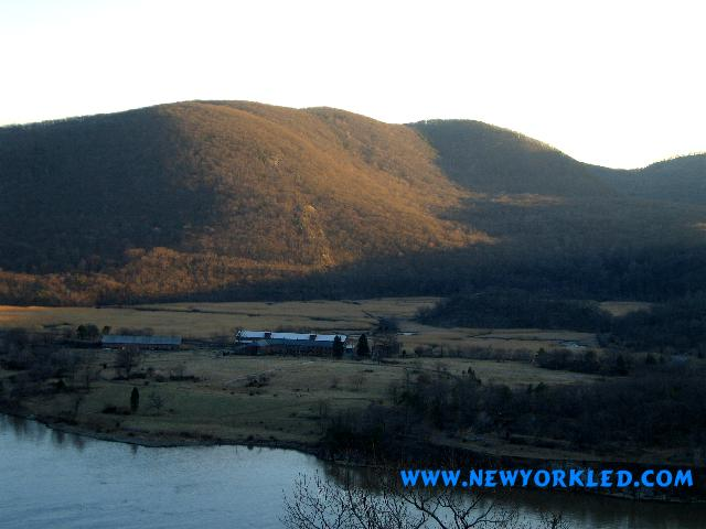 Photo here was taken on our way beyond the top of the mountain......at a scenic overlook.